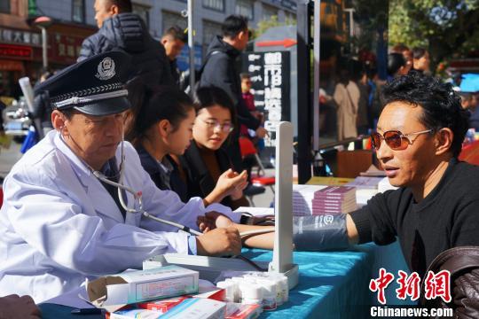 """国家""""扶贫日"""":西藏多形式展示脱贫攻坚成果"""