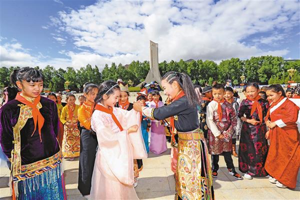 西藏各级各类学校让民族团结走进课堂