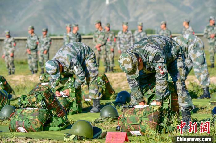 海拔4000米,西藏军区组织成建制伞降训练!