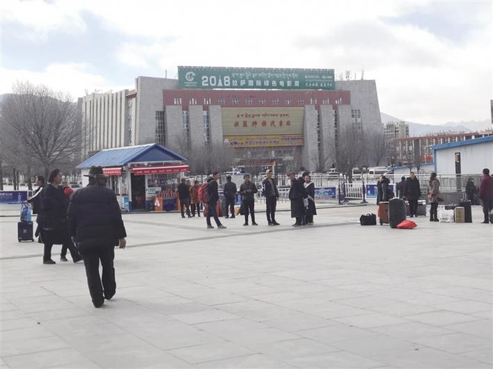 """""""十一""""期间 西藏道路客运发送旅客逾20万人次"""