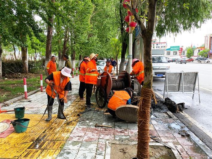 西藏拉萨市开展防汛清淤工作