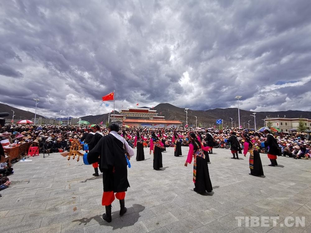 """西藏拉孜县举办""""我心向党""""群众文艺比赛"""