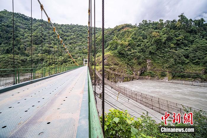 西藏mertal的交通变迁:告别小桥招募游客出口特产