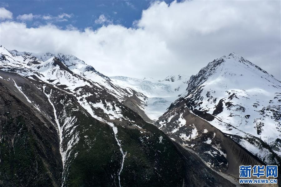 (美丽中国)(1)远眺来古冰川