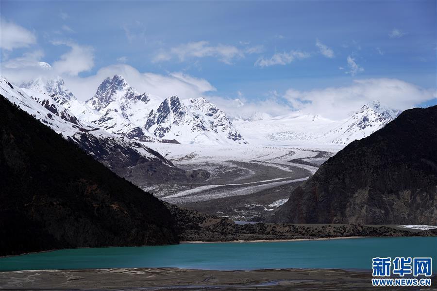 (美丽中国)(2)远眺来古冰川
