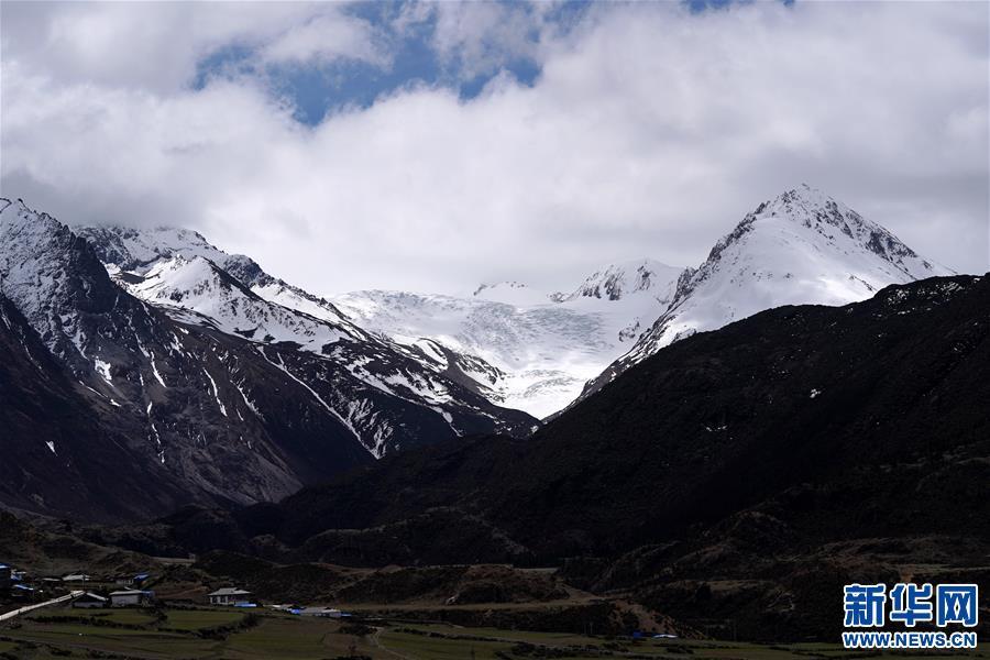 (美丽中国)(5)远眺来古冰川