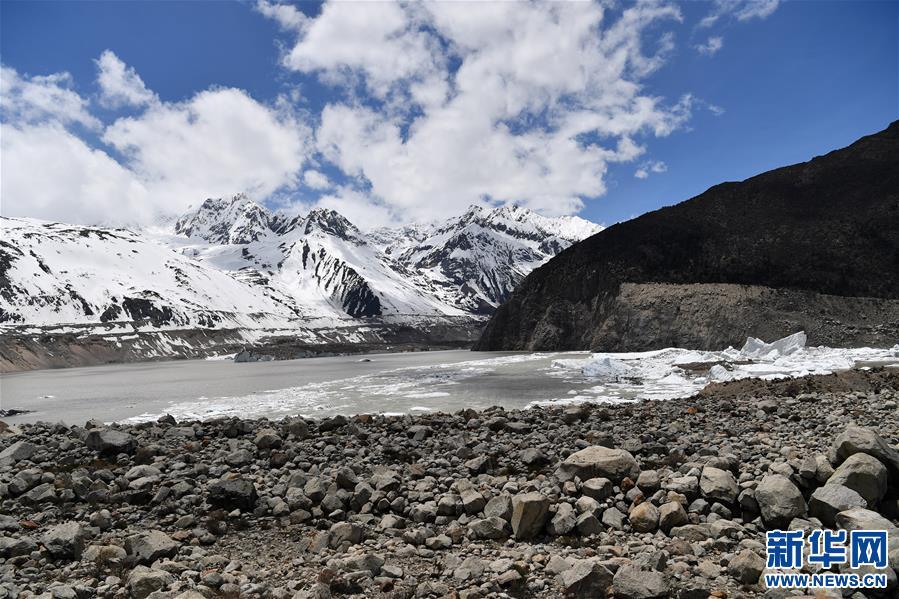 (美丽中国)(6)远眺来古冰川