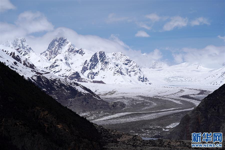 (美丽中国)(7)远眺来古冰川