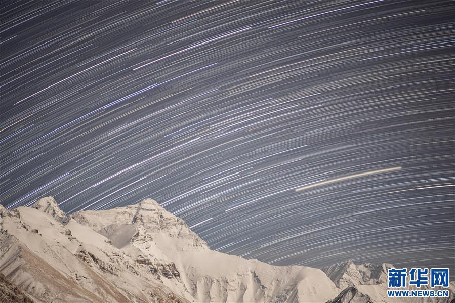 (2020珠峰高程测量)(24)巅峰景致 珠峰日夜