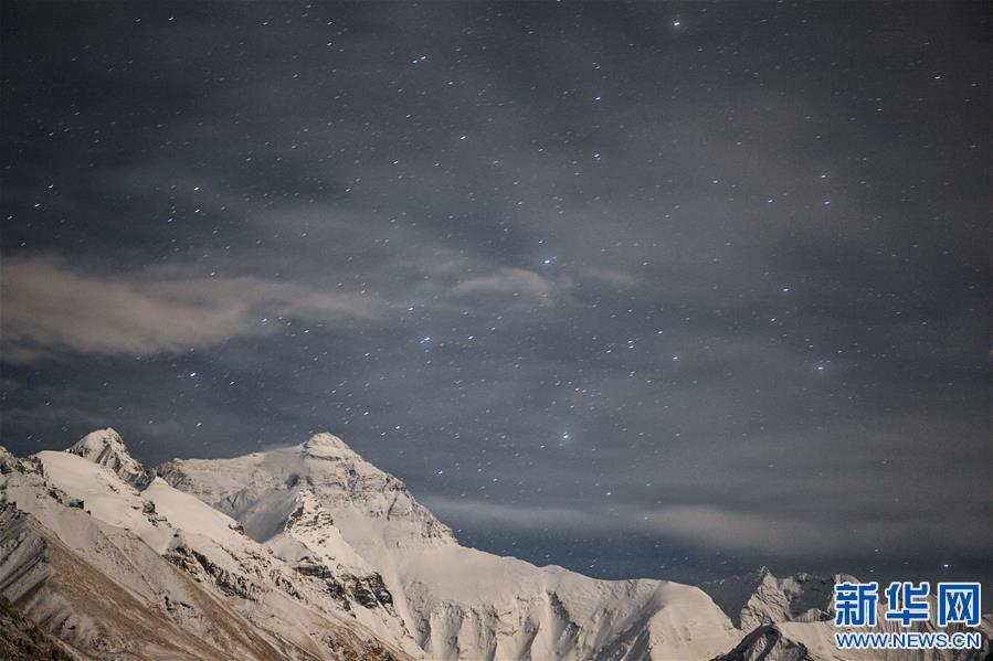 (2020珠峰高程测量・新华视界)(4)看珠峰云卷云舒 观巅峰千姿百态