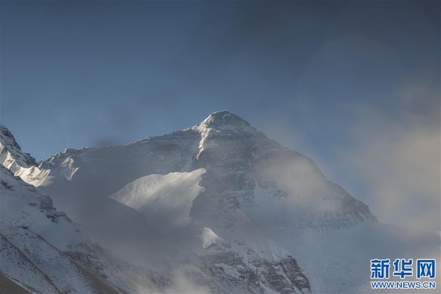 (2020珠峰高程测量・新华视界)(8)看珠峰云卷云舒 观巅峰千姿百态
