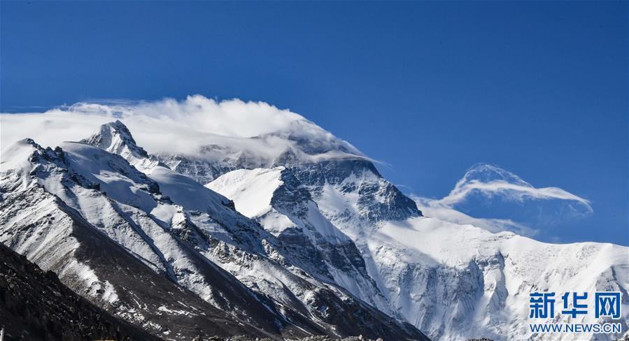 (2020珠峰高程测量・新华视界)(11)看珠峰云卷云舒 观巅峰千姿百态