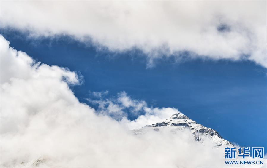 (2020珠峰高程测量・新华视界)(14)看珠峰云卷云舒 观巅峰千姿百态