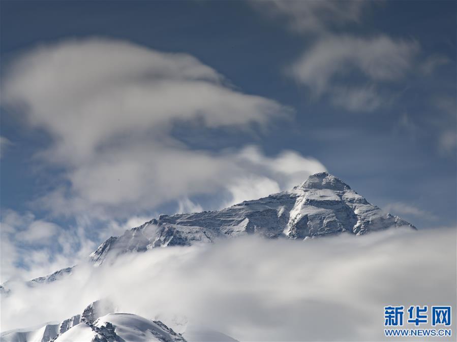 (2020珠峰高程测量・新华视界)(18)看珠峰云卷云舒 观巅峰千姿百态