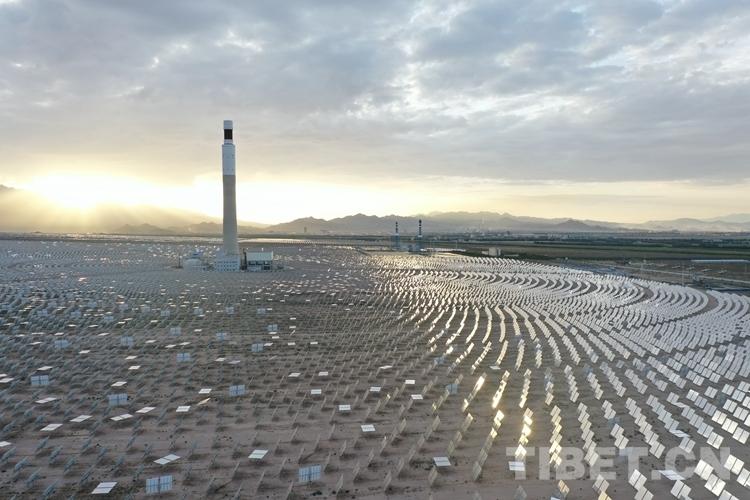 太阳系九大行星青海省建成亚洲首个实现24小时连续发电的商运太阳能电站